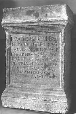 Trevi, Museo, Cippo di L. Succonio